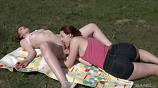Oral sex out in the nature for Charli Red and Kizzy Sixx